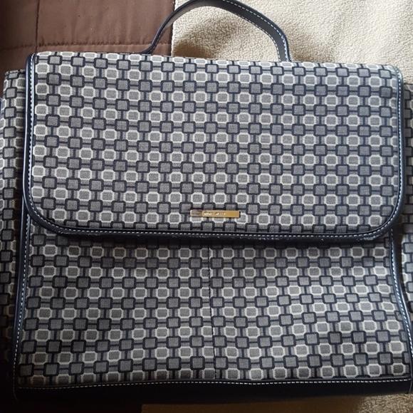Nine West Handbags - Nine west messenger/ tablet bag, like new